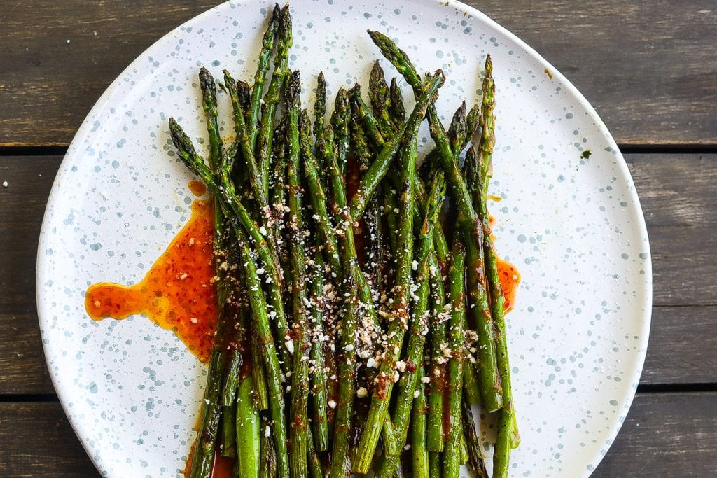 easy asparagus recipe for charred asparagus with harissa sauce